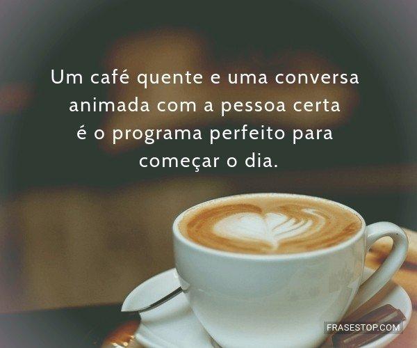 Um café quente e uma...